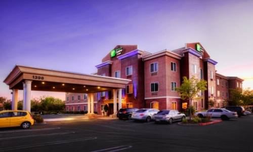 Holiday Inn Express & Suites Roseville Galleria Area